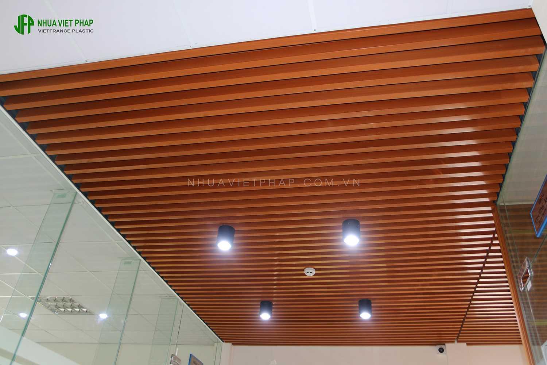 Bán thanh lam gỗ nhựa để trang trí trần, vách trong nhà - 2