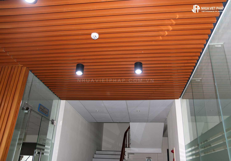 Trang trí trần bằng gỗ nhựa sinh thái WPVC Nhựa Việt Pháp