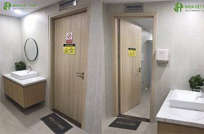 Thi công cửa Ecoplast Door tại bệnh viện đa khoa Hồng Ngọc